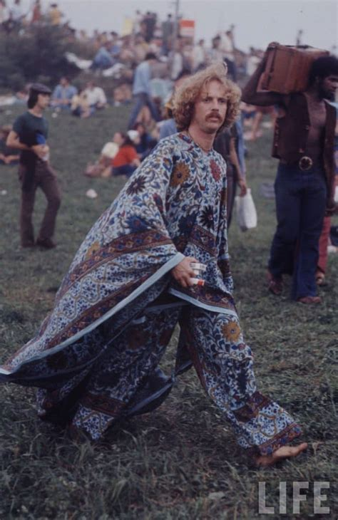 15 Incredible Images From The Iconic 1969 Woodstock Festival