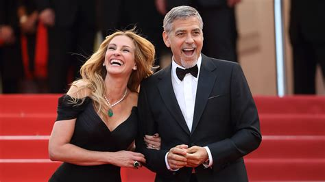 Julia Roberts offers her pal George Clooney advice about
